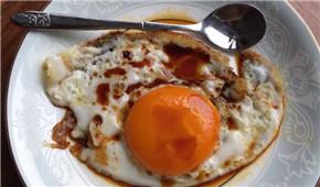 荷包蛋,煎的不错,自我感觉很好